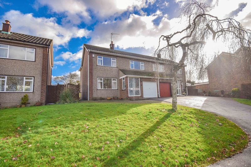 3 Bedrooms Semi Detached House for sale in Bryce Close, Ware