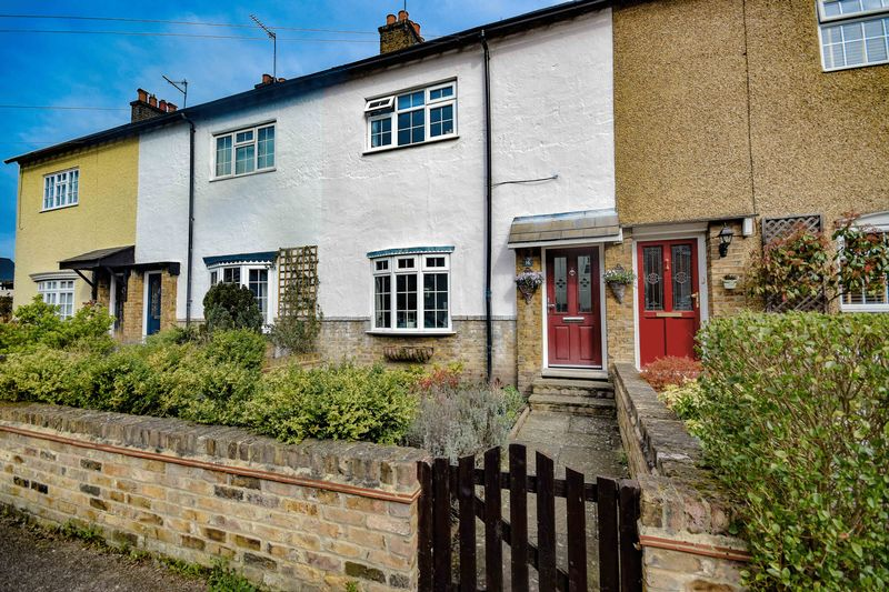 2 Bedrooms Terraced House for sale in Coronation Road, Ware