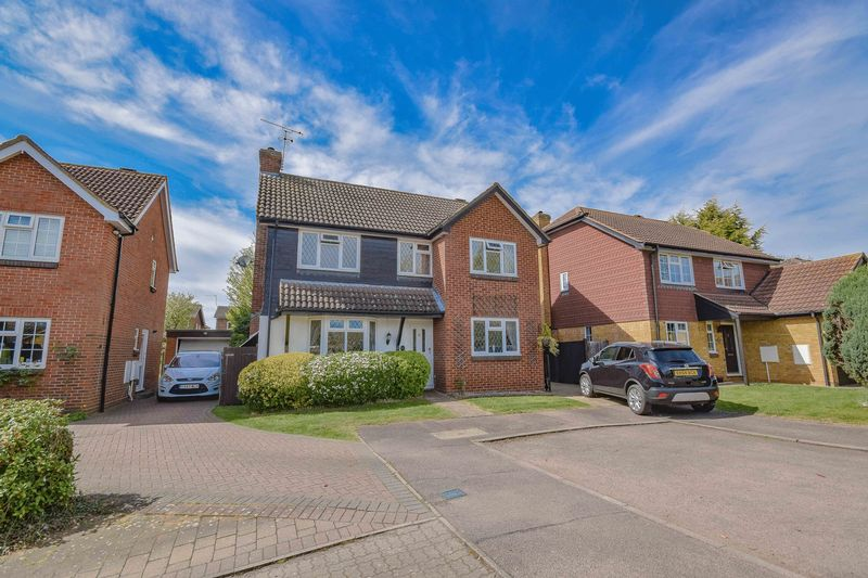 4 Bedrooms Detached House for sale in Amberley Green, Ware