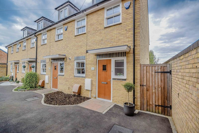 3 Bedrooms Terraced House for sale in Phoenix Court, Ware