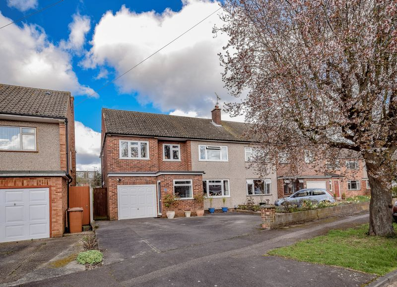 4 Bedrooms Semi Detached House for sale in Chestnut Avenue, Ware