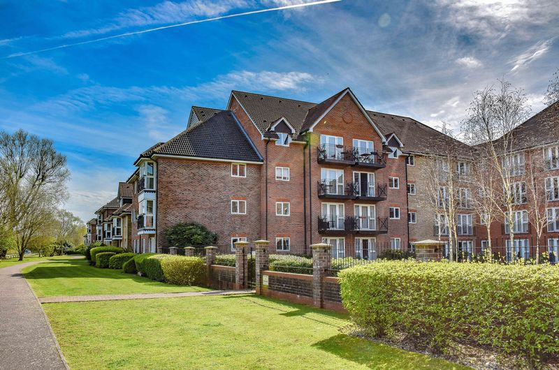 2 Bedrooms Flat for sale in Sommers Court, Ware.