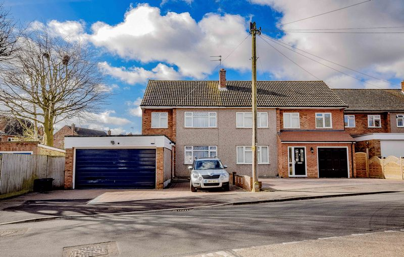 4 Bedrooms Semi Detached House for sale in Cozens Road, Ware