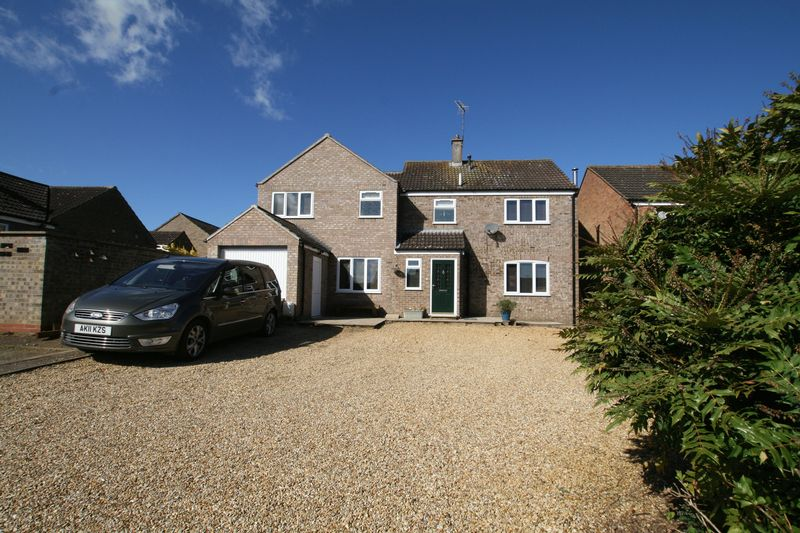 4 Bedrooms Detached House for sale in Gwyn Crescent, Fakenham