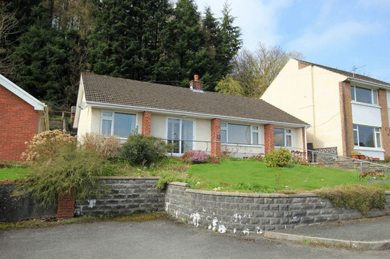 3 Bedrooms Detached Bungalow for sale in Hafod Cwnin, Carmarthen