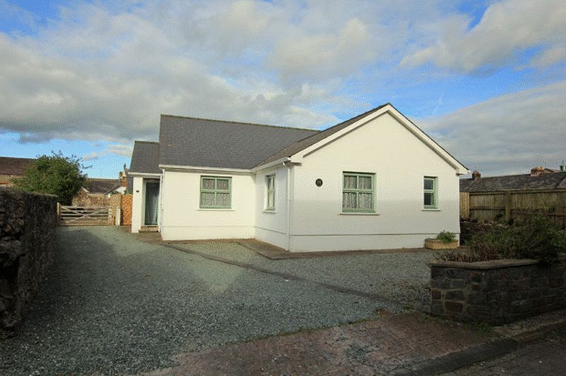 3 Bedrooms Detached Bungalow for sale in St. Catherine Street, Carmarthen