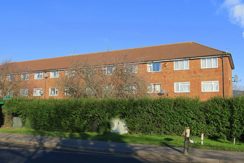 2 Bedrooms Flat for sale in COLNBROOK