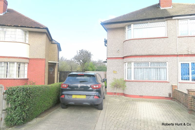 2 Bedrooms Semi Detached House for sale in BEDFONT
