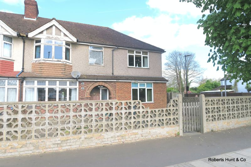 5 Bedrooms Semi Detached House for sale in Staines Road, Bedfont