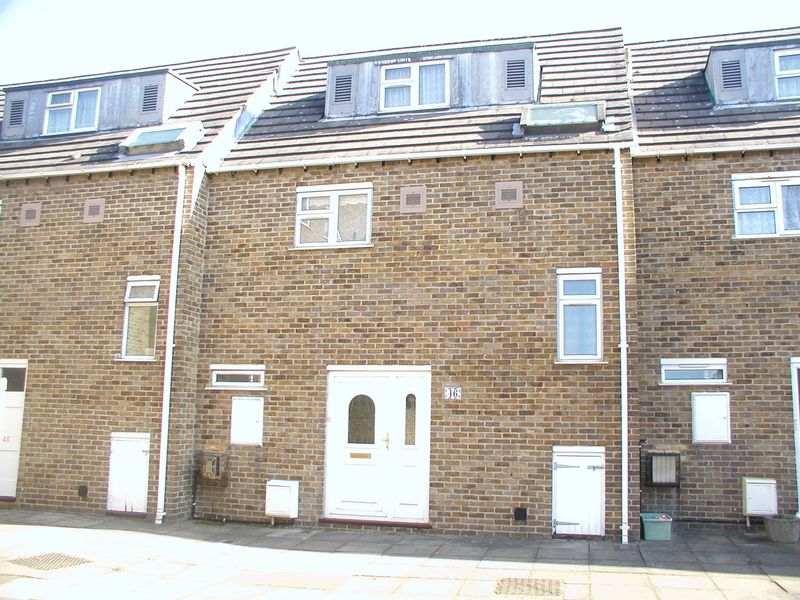 4 Bedrooms Terraced House for sale in BEDFONT
