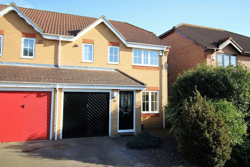 3 Bedrooms Semi Detached House for sale in Priorswood, Thorpe Marriot, Norwich
