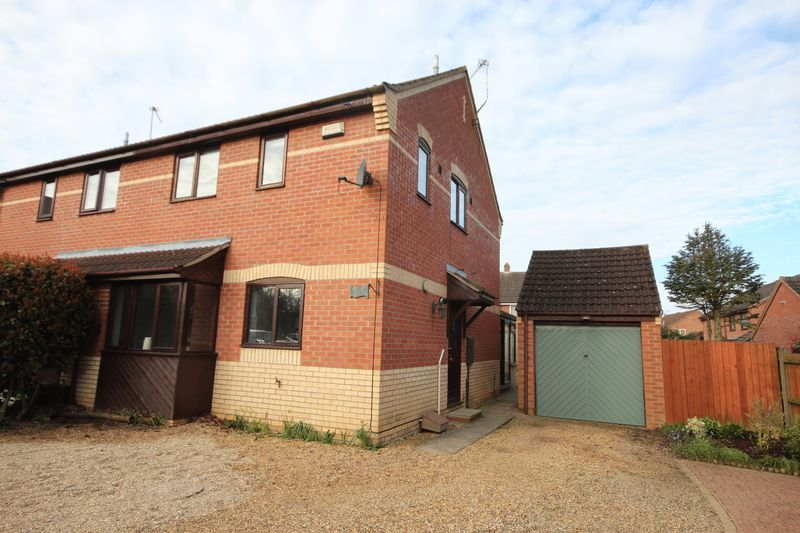 3 Bedrooms Semi Detached House for sale in Chamberlin Court, Norwich