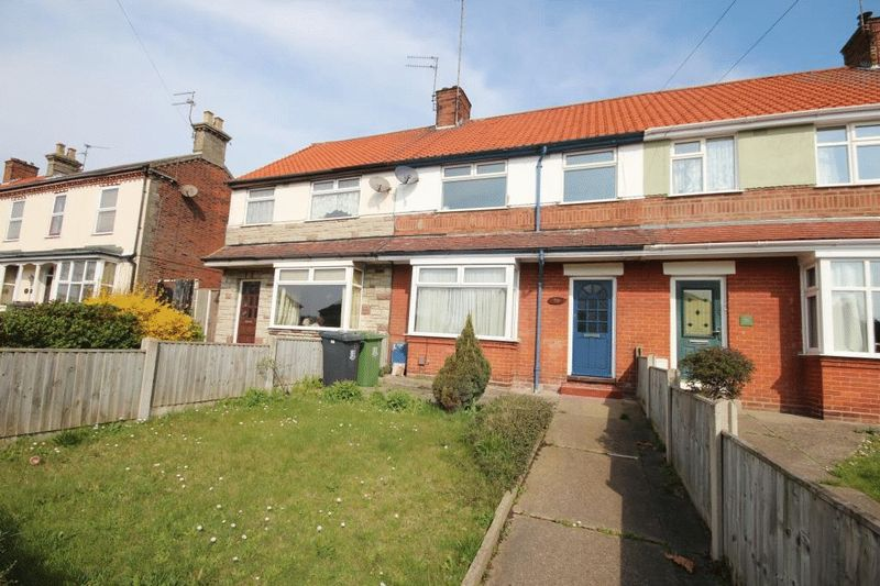 3 Bedrooms Terraced House for sale in Church Lane, Gorleston