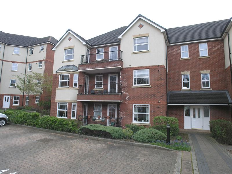 2 Bedrooms Flat for sale in STOURBRIDGE, AMBLECOTE, Trefoil Gardens