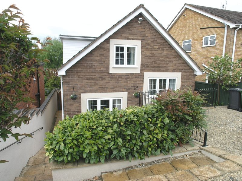 4 Bedrooms Detached House for sale in KINVER, Church View Gardens