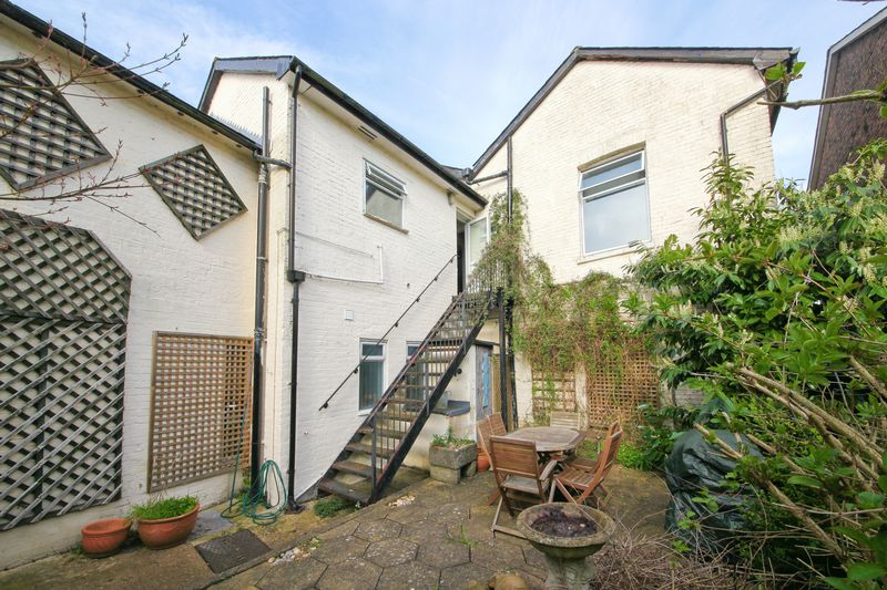 3 Bedrooms Flat for sale in London Road, Tunbridge Wells