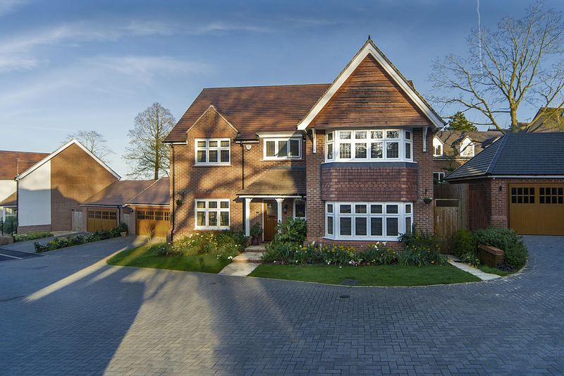 4 Bedrooms Detached House for sale in Havisham Drive, Compton Park, Wolverhampton