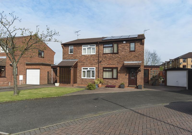 3 Bedrooms Semi Detached House for sale in Haywain Close, Pendeford,Wolverhampton