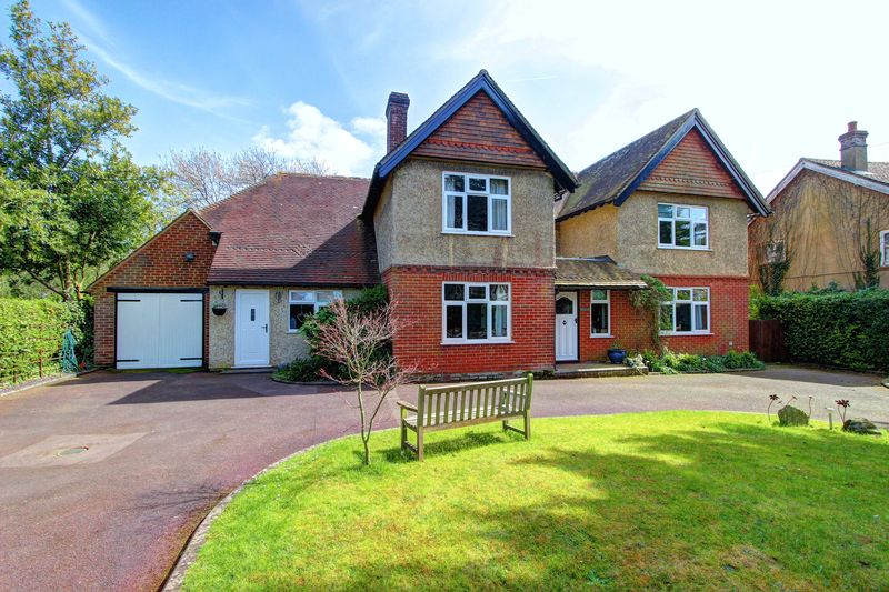 5 Bedrooms Detached House for sale in Danes Road, Awbridge, Romsey, Hampshire