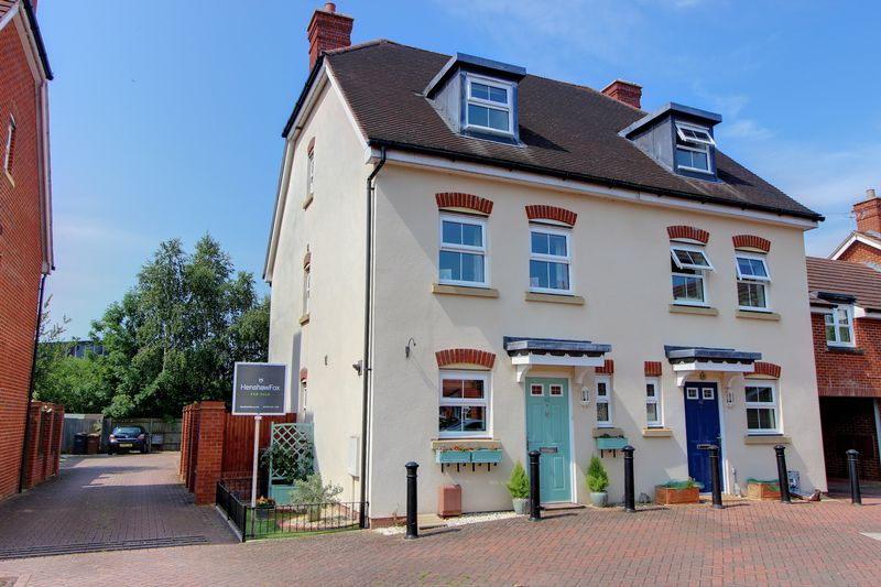 3 Bedrooms Semi Detached House for sale in Fishlake Meadows, Romsey, Hampshire