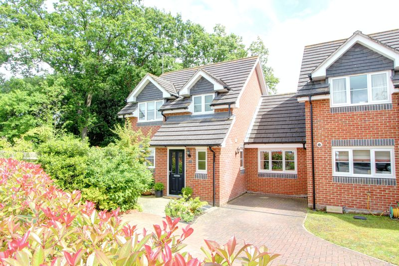 4 Bedrooms Semi Detached House for sale in Rosslyn Mews, North Baddesley, Hampshire