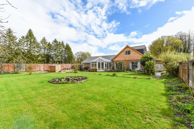 4 Bedrooms Detached House for sale in Kmibridge, Romsey, Hampshire