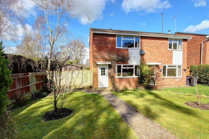 2 Bedrooms Semi Detached House for sale in Woodside Road, North Baddesley, Hampshire,