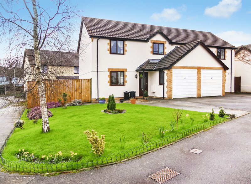 3 Bedrooms Semi Detached House for sale in Pearse Close, Okehampton