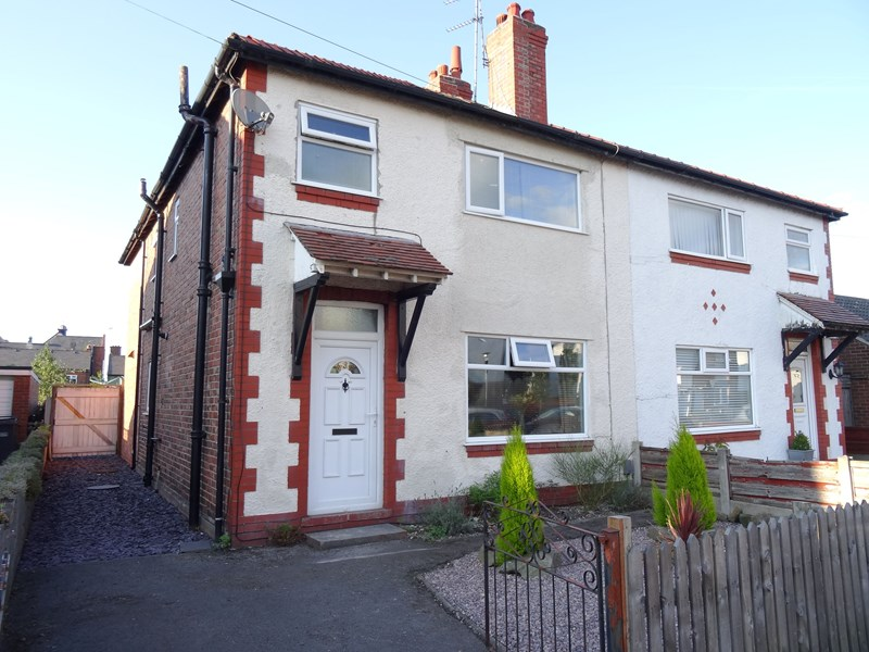 3 Bedrooms Semi Detached House for sale in Maple Avenue, Macclesfield, Cheshire, SK11 7RB
