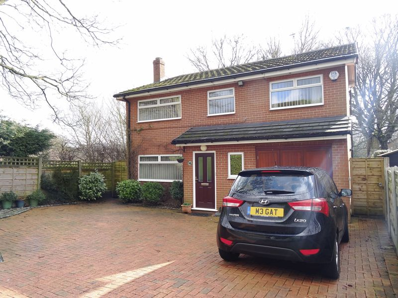 4 Bedrooms Detached House for sale in Bollinbrook Road, Macclesfield