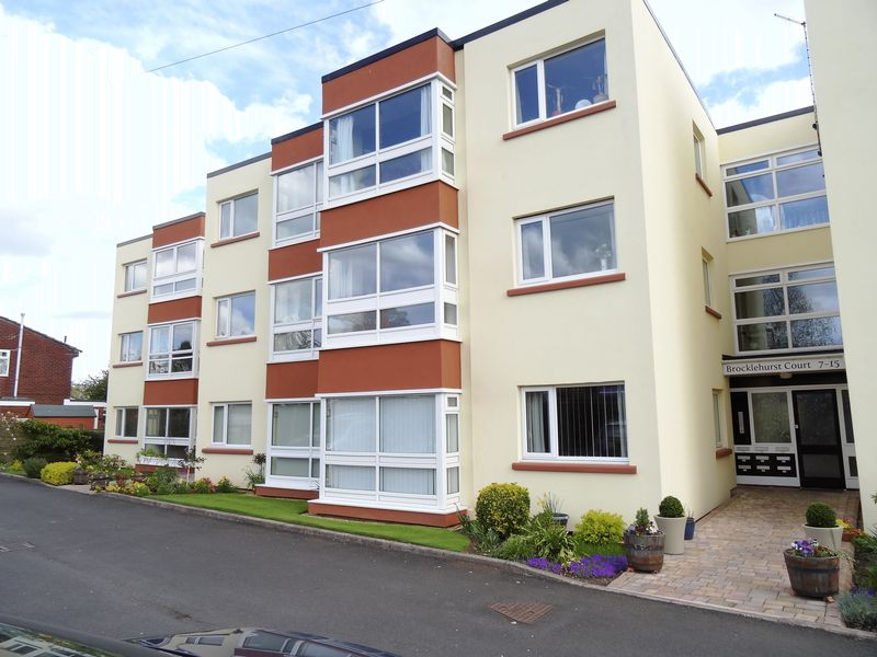 2 Bedrooms Flat for sale in Brocklehurst Court, Macclesfield