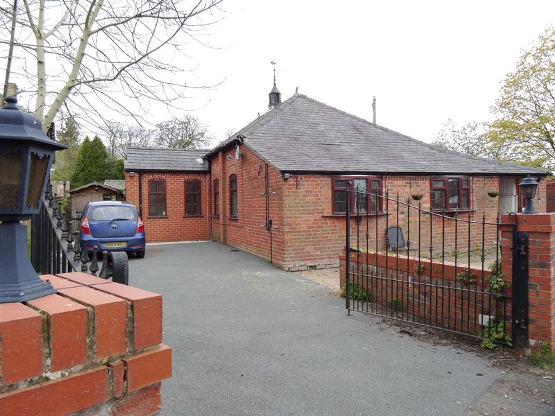 3 Bedrooms Detached Bungalow for sale in Robin Lane, Macclesfield