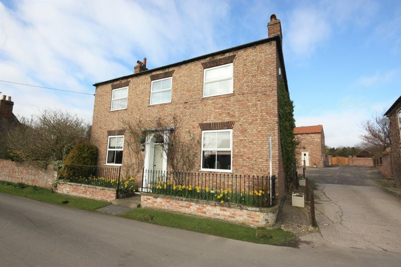 4 Bedrooms Detached House for sale in Main Street, Bishop Wilton