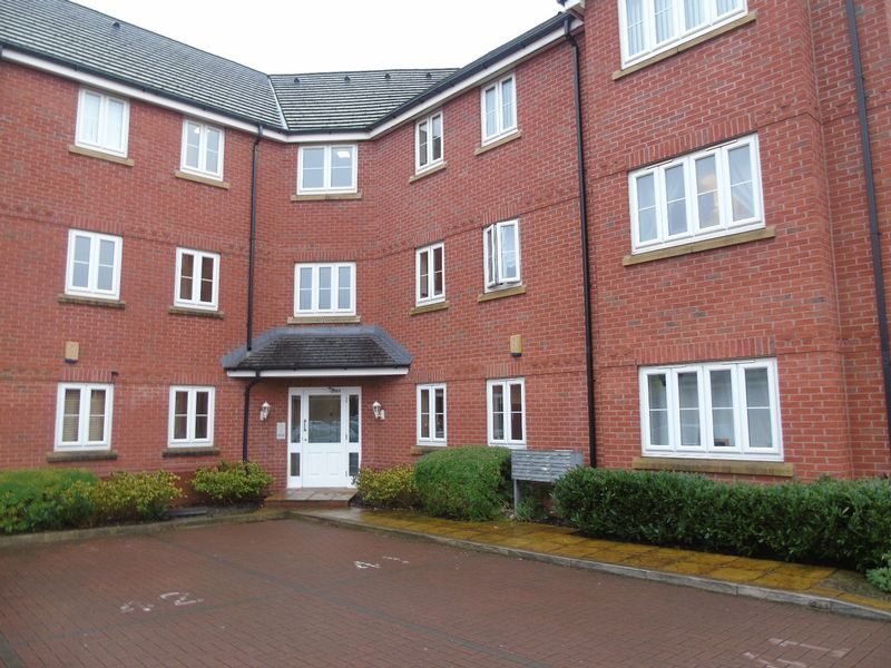 2 Bedrooms Flat for sale in Lingwell Park, Widnes