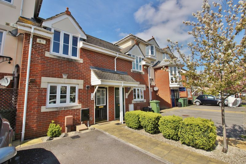 3 Bedrooms Terraced House for sale in Wells Close, Portsmouth