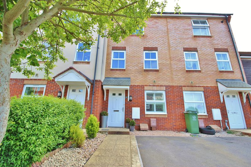 4 Bedrooms Terraced House for sale in East Shore Way, Portsmouth