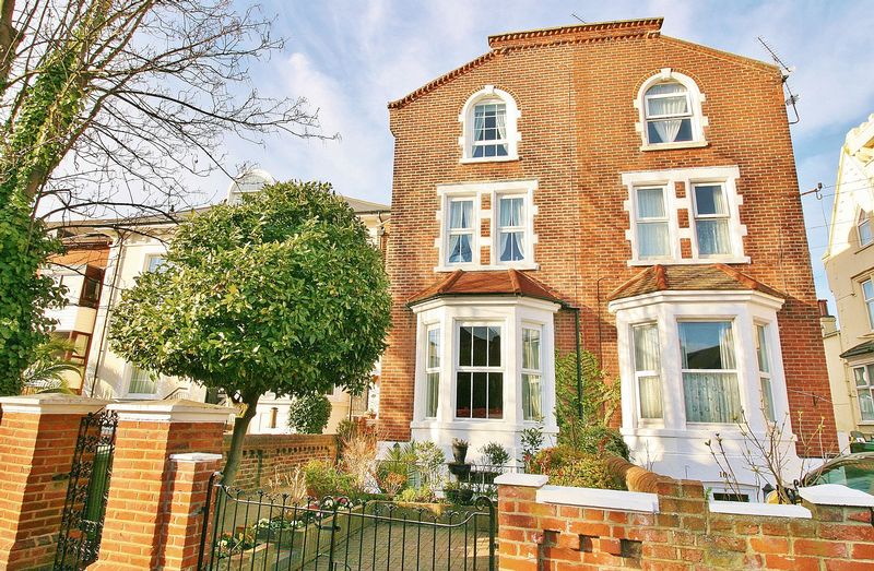 6 Bedrooms Semi Detached House for sale in Wilson Grove, Southsea