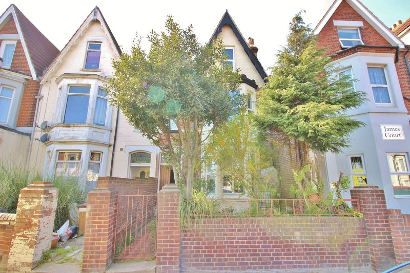 4 Bedrooms Terraced House for sale in London Road, Portsmouth