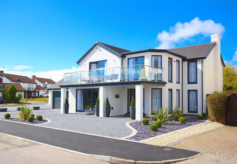 4 Bedrooms Detached House for sale in Whitcliffe Drive, Penarth