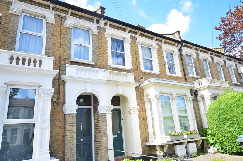 2 Bedrooms Flat for sale in Mount Pleasant Lane, Tottenham N17