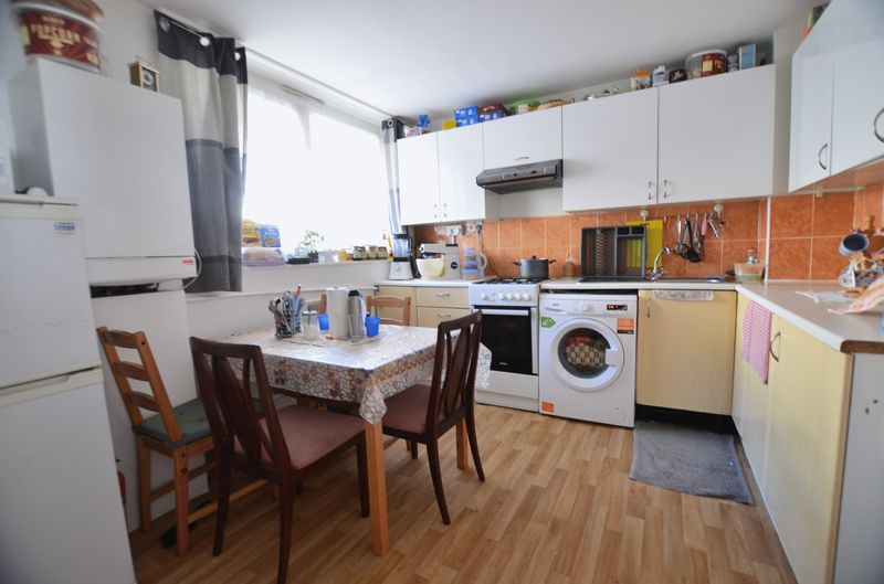 3 Bedrooms Flat for sale in Wick Road, Homerton E9