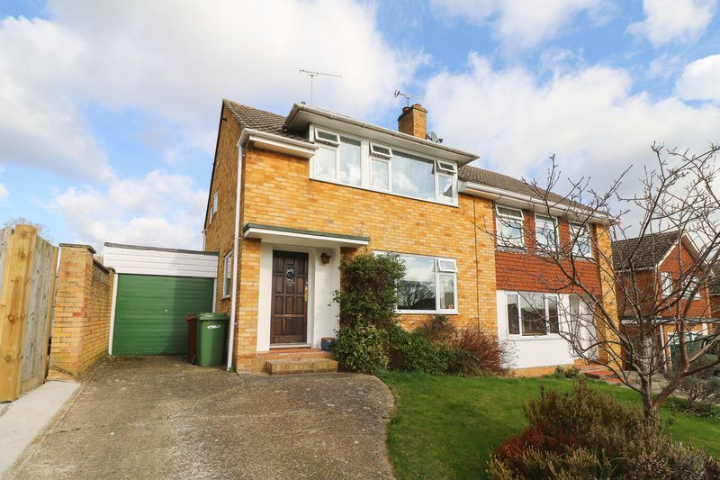3 Bedrooms Semi Detached House for sale in Chieveley Drive, Tunbridge Wells