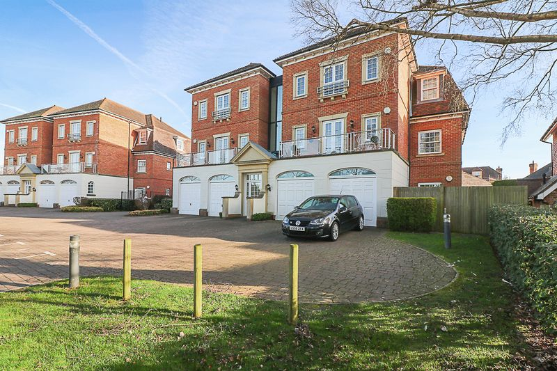 2 Bedrooms Flat for sale in Copperfields, Tunbridge Wells
