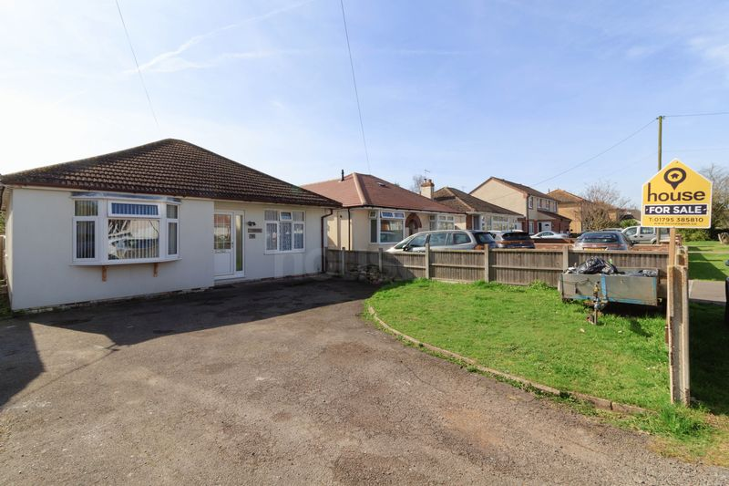 2 Bedrooms Detached Bungalow for sale in School Lane, Iwade