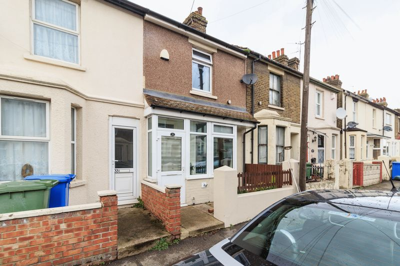 3 Bedrooms Terraced House for sale in Gordon Avenue, Queenborough