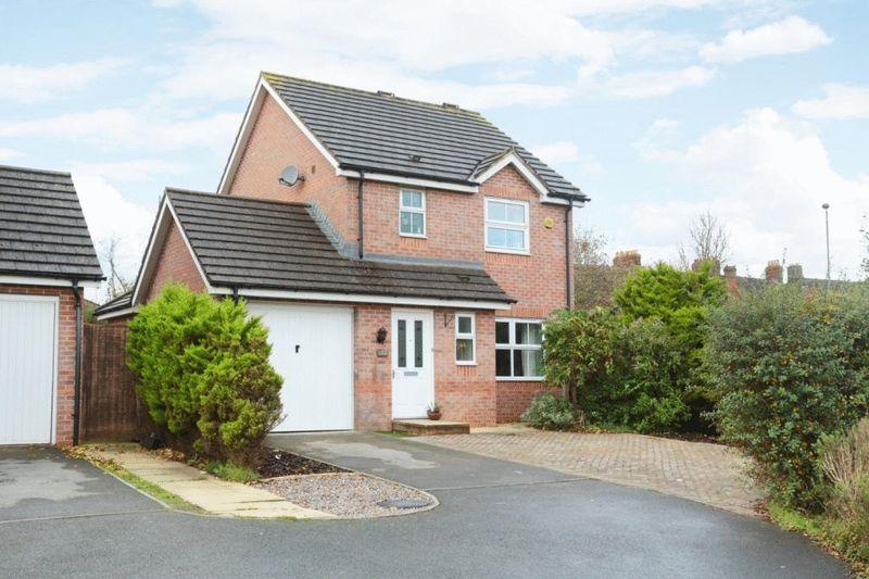 3 Bedrooms Property for sale in Lamplighters Walk, Trowbridge