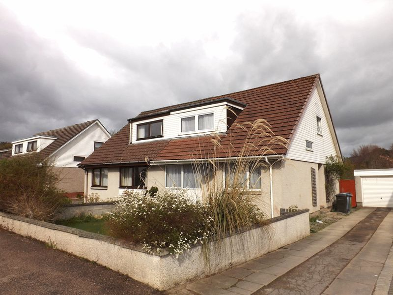 4 Bedrooms Semi Detached House for sale in Great value 4 bedroom family home Braeface, Alness