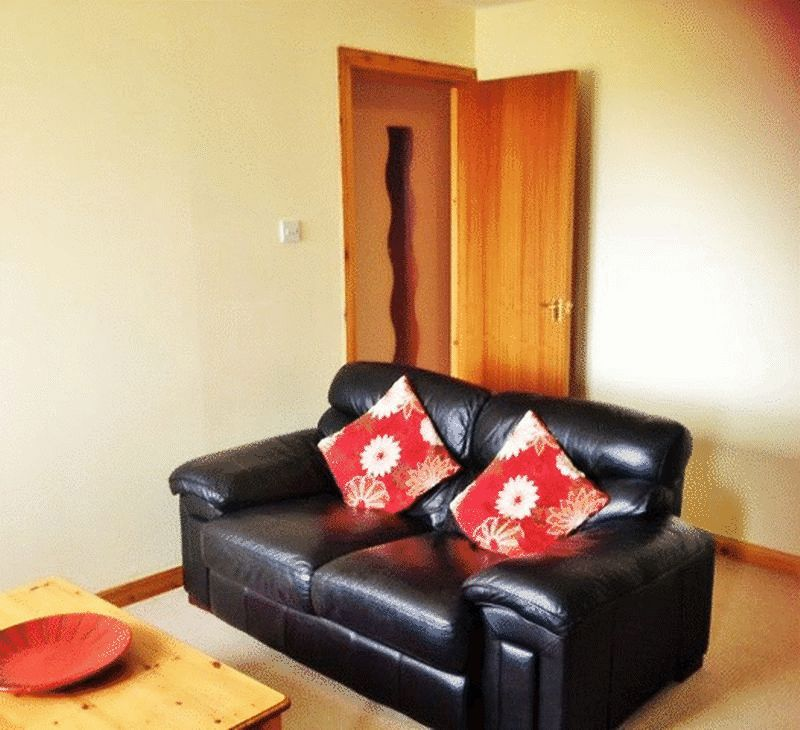 To Let 2 Bedroom Flat Murray Terrace, In...