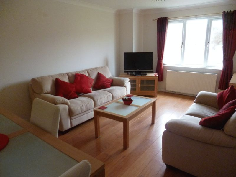 New To Let 2 Bedroom Immaculate Culduthe...