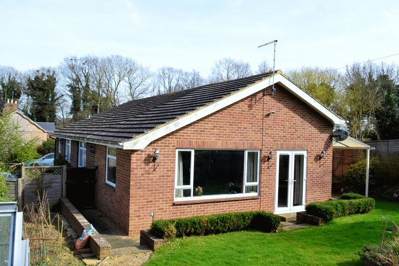2 Bedrooms Detached Bungalow for sale in Hamstreet